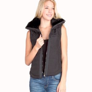 """Bailey"" Collared Sleeveless Black Zippered Vest"